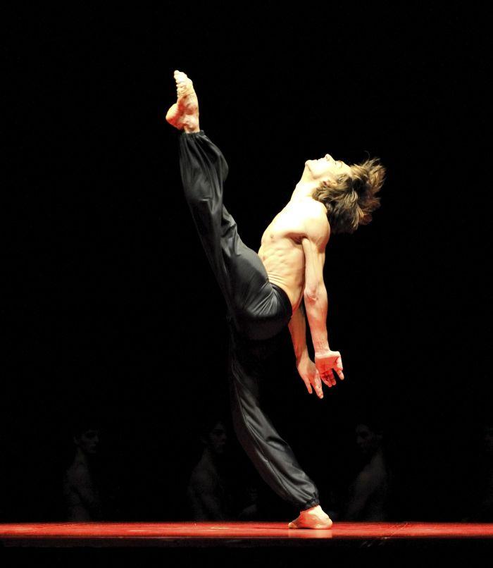 """Friedemann Vogel in Maurice Béjarts """"Bolero"""" Foto: Stuttgarter Ballett"""