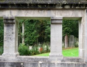 Aussicht vom Innenhof: der jüdische Friedhof