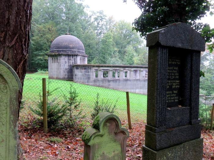 Der Grabstein der Weil-Eltern auf dem jüdischen Friedhof