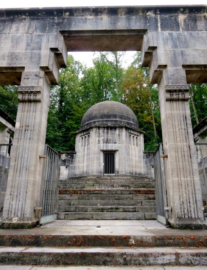 Waibstadt im Kraichgau: Der Eingang zum Mausoleum von Hermann Weil   Fotos: Julia Lutzeyer